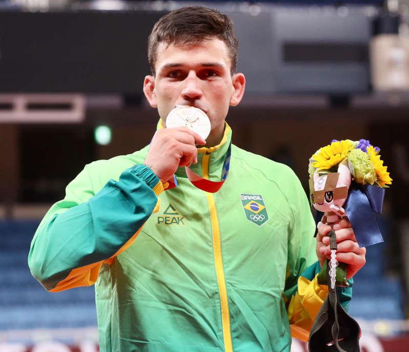 Skate e judô conquistam primeiras medalhas do Brasil; veja panorama